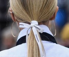 Classic ponytail, Chanel ribbon in hair Street Style 2017, Street Style Trends, Hair Ribbons, Hair Bows, New Year Hairstyle, Hair Scarf Styles, Scarf Hairstyles, Look Chic, Hair Inspiration