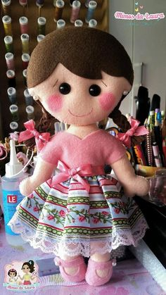 *Boneca confeccionada na Oficina de Feltro Mimos da Laura, no Ateliê Flor de Pano.*