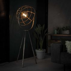 The special and tough design of floor lamp Mayland is made of metal and is a treat to the eye! Thanks to the open cap, the light is atmospherically distributed throughout the room. Where do you place this beautiful floor lamp? Diy Floor Lamp, Retro Floor Lamps, Wooden Floor Lamps, Black Floor Lamp, Industrial Style Floor Lamp, Industrial Flooring, Industrial Lighting, Nightclub Design, Retro Lampe