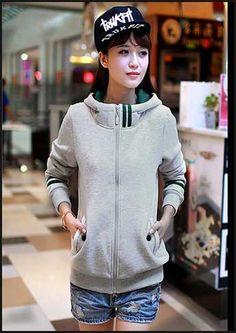 Kiểu dáng thể thao Áo Khoác 2 sọc tạo điểm nhấn phong cách cho bạn gái trẻ trung,năng động.Chi tiết : http://aokhoacgiare.net/san-pham/ao-khoac-2-soc-kw337