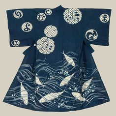 An unusual man's cotton unlined yukata featuring carp and roundels. This rare kimono may have been created for a festival. Taisho to Early Showa Period Japan. The Kimono Gallery Japanese Textiles, Japanese Fabric, Japanese Kimono, Japanese Style, Yukata, Fabric Dyeing Techniques, Kabuki Costume, Japanese Costume, Kimono Pattern