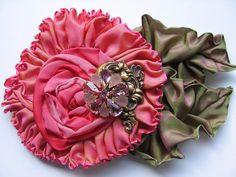 Ribbon flower w/brooch