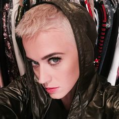 Katy Perry debuts short blonde pixie haircut