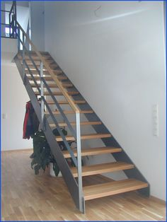 Staircase Design Modern, Modern Stairs, Open Staircase, Floating Staircase, Enterance Decor, Stairway Decorating, Model House Plan, Stair Railing, Railing Ideas