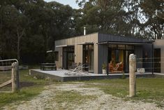 Completed in 2018 in Fish Creek, Australia. Images by Armelle Habib, Tom Ross. Among towering trees of Fish Creek sits a small, off-the-grid holiday home that eschews clichés of traditional beachside escapes - a sustainable. Rustic Color Schemes, Rustic Colors, Tiny House Cabin, My House, Fish House, Off Grid House, Fish Creek, Shed Homes, Barn Homes