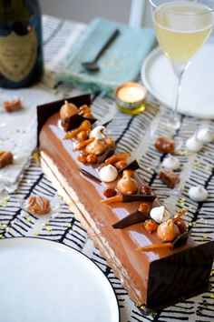 Bûche de Noël chocolat noisette Christmas block recipe with chocolate and hazelnut. Christmas Cookie Exchange, Christmas Sweets, Christmas Log, My Recipes, Cooking Recipes, Yule Log, Everyday Food, Cake Cookies, Yummy Cakes
