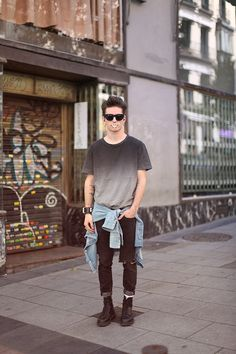 grey t shirt sunglasses jeans shoes black denim tumblr streetstyle men style fashion | More outfits like this on the Stylekick app! Download at http://app.stylekick.com