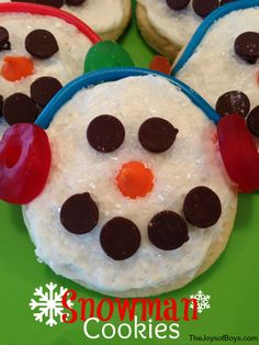 These snowman cookies are very easy to make and fun for kids of all ages, invluding me. :D (joy of cooking candy bars) Snowman Cookies, Holiday Cookies, Holiday Treats, Christmas Treats, Christmas Baking, Snowman Party, Christmas Biscuits, Snowman Ornaments, Holiday Foods