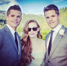 Charlie Carver (Ethan), Holland Roden (Lydia) and Max Carver (Aidan) behind the scenes of Teen Wolf.