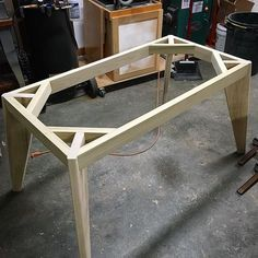 Woodworking Projects Workbench Wood and concrete table top Woodworking Furniture, Pallet Furniture, Furniture Projects, Furniture Plans, Woodworking Projects, Woodworking Shop, Popular Woodworking, Woodworking Magazines, System Furniture