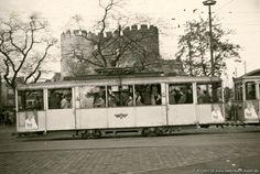 Bilderbuch Köln - Straßenbahn am Hahnentor
