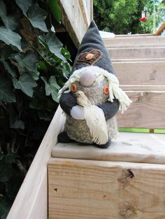 LADY GNOME with peace dove Gnome Hustomte House gnome