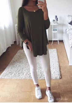 Trendy Tops Every Stylish Girl Needs Teenage Outfits, Teen Fashion Outfits, Mode Outfits, Look Fashion, Fashion Tips, Cute Summer Outfits, Cute Casual Outfits, Red Shirt Outfits, Elegantes Outfit Frau