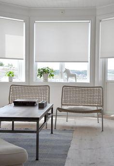 Los estores de loneta resinada de Cortinadecor.com crean un ambiente L limpio y relajado con su color blanco brillo