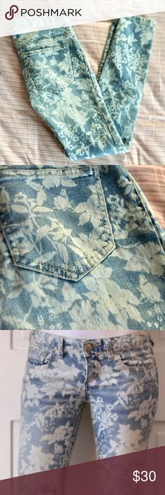 "FP Floral Bleach Skinny Jeans Inseam of 26"". They're a 25 but I think they fit more like a 24. Laid flat the waist is approx 14"". Never worn, look like new. Free People Jeans Skinny"