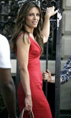 Elizabeth Hurley Looked Incredibly Hot As Character Diana Payne On The Gossip Girl Set, July 2011
