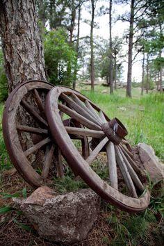 Denver – Idaho Springs, CO old wagon wheel Country Charm, Country Life, Country Living, Country Style, Country Treasures, Rustic Charm, Vieux Wagons, Idaho Springs, Old Wagons