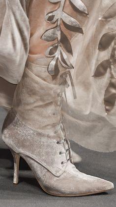 Alberta Ferretti at Milan Fashion Week Fall 2016 - Details Runway Photos Alberta Ferretti, Beige, Taupe, Cocoa, Fashion Shoes, Fashion Accessories, Milan Fashion, Italian Fashion Designers, Chanel