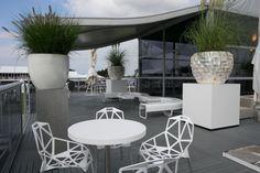 So sieht unsere Zelt-Architektur in optimaler Harmonie mit Loungemöbeln und Pflanzen aus. :) #PartyRentGroup