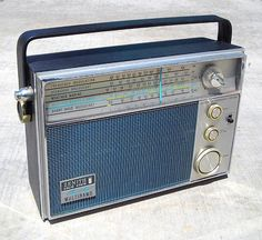 Zenith Royal 94 Portable Radio, Beauty in blue. Radios, Lps, Le Radio, Radio Antigua, Shock And Awe, Green Woodworking, Short Waves, Transistor Radio, Phonograph
