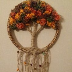Árbol de la vida .... Crochet Dreamcatcher Pattern, Macrame Patterns, Macrame Wall Hanging Diy, Weaving Wall Hanging, Paper Flowers Craft, Flower Crafts, Diy Dream Catcher Tutorial, Crochet Wall Art, Toilet Paper Art