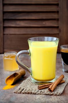 A tasty drink, packed with health benefits - golden milk is a perfect, warm beverage with a simple recipe for anyone to enjoy. Anti Oxidant Foods, Turmeric Milk, Natural Kitchen, Cancer Fighting Foods, Golden Milk, Turkish Recipes, Smoothie Recipes, Smoothies, Health And Nutrition