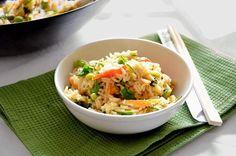 Il riso basmati con verdure è un primo piatto vegetariano perfetto per una cena leggera ma con gusto. La ricetta è po' lunga da preparare.