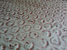 Create this Faux Snake Skin Texture using Bubble Wrap, Joint Compound and Paint. Tutorial Reminds me more of a tin print Faux Painting, Diy Painting, Paint Refrigerator, Plaster Art, Encaustic Art, Bubble Wrap, Fabric Manipulation, Texture Art, Diy Wall Art