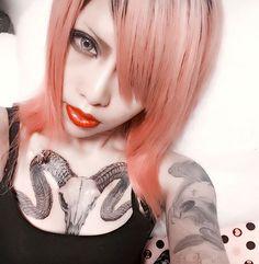 サイドのエク外したあ ! めっちゃ伸びてるうれじいいいいい .. 明日髪の毛ちぎれ具合でエクつけるか どうするか .. そして妖精のバフォくん完成❤ 次回からデザインたす!それも楽しみ おやすみなさーい zzz  #daemontattoo #tattooart #tattoo #deviltattoo #angel妖精 #バフォメット #山羊