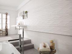 Wall (non-textured): Madagascar Blanco, Floor: Madagascar Natural, Porcelanosa