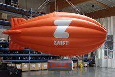 Zusätzlich zu den fliegenden Werbeballone und fliegenden Sonderformen bieten wir auch Werbezeppeline an. Alle Heliumobjekte sind  am Himmel einfach unübersehbar und sorgen dafür, dass die Passanten zu Ihrer Marke aufschauen. Begriffe: Werbezeppelin, fliegender Zeppelin, Zeppelin XXL, Luftschiff, Zeppelin mit Werbung, Heliumwerbung, Luftwerbung Zeppelin, Bowties, Heavens, Advertising, Simple