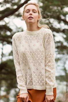 The flowers of the wild bloom in a lace blouse knitted from Novita Venla yarn. Jumper Knitting Pattern, Lace Knitting Patterns, Christmas Knitting Patterns, Lace Patterns, Free Knitting, Lace Cardigan, Knitting Accessories, Knit Fashion, Sweaters For Women