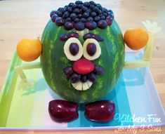 Easy to make recipes using watermelon for salads, drinks , watermelon carving and dessert recipes in yummy flavors, shapes, and treats. Delight your family with these refreshing summery watermelon recipes. There is nothing quite like watermelon with a tw… Watermelon Carving Easy, Watermelon Head, Watermelon Recipes, Edible Crafts, Food Crafts, Diy Crafts, Dessert Original, Fruit Creations, Mr Potato Head