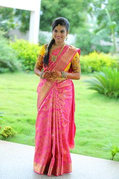 Shopzters is a South Indian wedding site South Indian Silk Saree, South Indian Wedding Saree, Indian Bridal Wear, South Indian Bride, Saree Wedding, Bridal Sarees, Blouse Patterns, Blouse Designs, Beautiful Saree