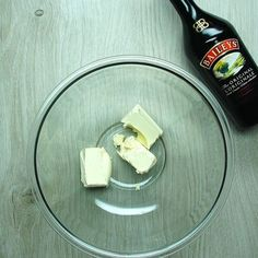 You Won't Be Able To Resist This Baileys Chocolate Chip Dip Dessert Dips, Desserts, Baileys Irish Cream, Eat Dessert First, Chocolate Dipped, Glass Of Milk, Cooking Recipes, Tasty, Sweets