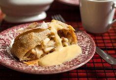 Bécsi almás rétes Hungarian Recipes, Apple Pie, Camembert Cheese, Baking, Desserts, Food, Hungary, Tailgate Desserts, Deserts