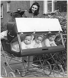 first time I've seen this style as a triple - Baby Buggy - Baby Carriage - Baby Stroller - Carro de bebé - Cochecito bebé - Carricoche Vintage Children Photos, Vintage Pictures, Old Pictures, Vintage Images, Old Photos, Vintage Stroller, Vintage Pram, Baby Buggy, Baby Prams