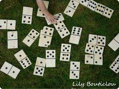 DIY - Un jeu de dominos XL en bois de palette - Lily Bouticlou Construction Palette, Wooden Pallets, Pallet Wood, Diy Toys, Dominos, Alice, Animation, Games, Holiday Decor