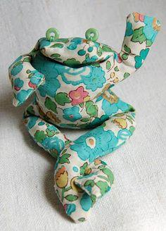 !!!!♥ Feltro-Aholic ♥ Moldes e pap em feltro e feltro estampado!: Sapinhos de tecido - tutorial!