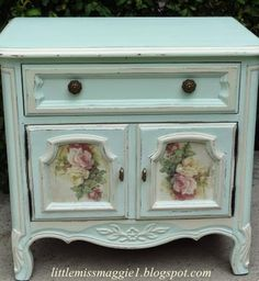 Night Table with Roses shabby chic cottage cabin bungalow garden rose decor Decoupage Furniture, Hand Painted Furniture, Paint Furniture, Repurposed Furniture, Shabby Chic Furniture, Furniture Makeover, Vintage Furniture, Plywood Furniture, Modern Furniture