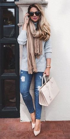 simple outfit top + rips + bag
