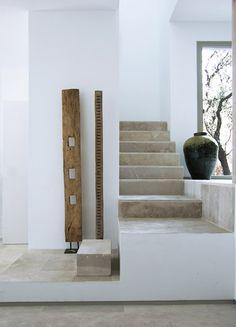 escalera mármol combinado con el blanco