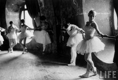 "de-salva:    photography …  Ballerinas at barre against round windows during rehearsal for ""Swan Lake"" at Grand Opera de Paris, 1930.  Photo by Alfred Eisenstaedt: http://en.wikipedia.org/wiki/Alfred_Eisenstaedt"