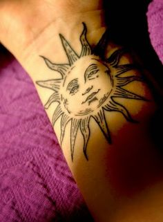 One of the most unique and beautiful tattoos are the sun tattoos. These tattoos have been applied by many people and they are normally very elegant. Sun Tattoo Meaning, Moon Sun Tattoo, Tattoos With Meaning, Sun Moon, Tattoos Skull, Sun Tattoos, Tribal Tattoos, Cool Tattoos, Tatoos