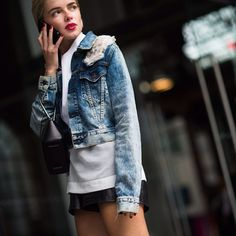 Fashionweek girl @le21eme #style #street #stylish #styling #streetstyle #streetfashion #jean #jacket #short #fashion #fashionable