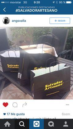 Clienta satisfecha con sus compras en nuestras tiendas