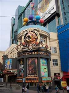 Went to the Ripley's Believe it or Not and The Hollywood Legends Wax Museum (Madame Tussauds) Niagara Falls Canada, Clifton Hill 2009.