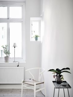 Tiny Home Offices And What We Learned From Them Clear Chairs - Apartment soft minimalist decor