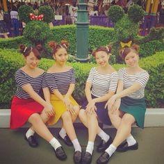 ボーダートップス×カラーフレアスカート ディズニーのお揃いかわいいファッション スタイル 参考コーデ♪