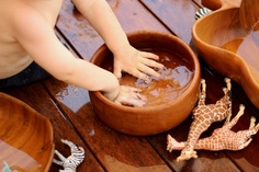 Water play in wooden bowls
